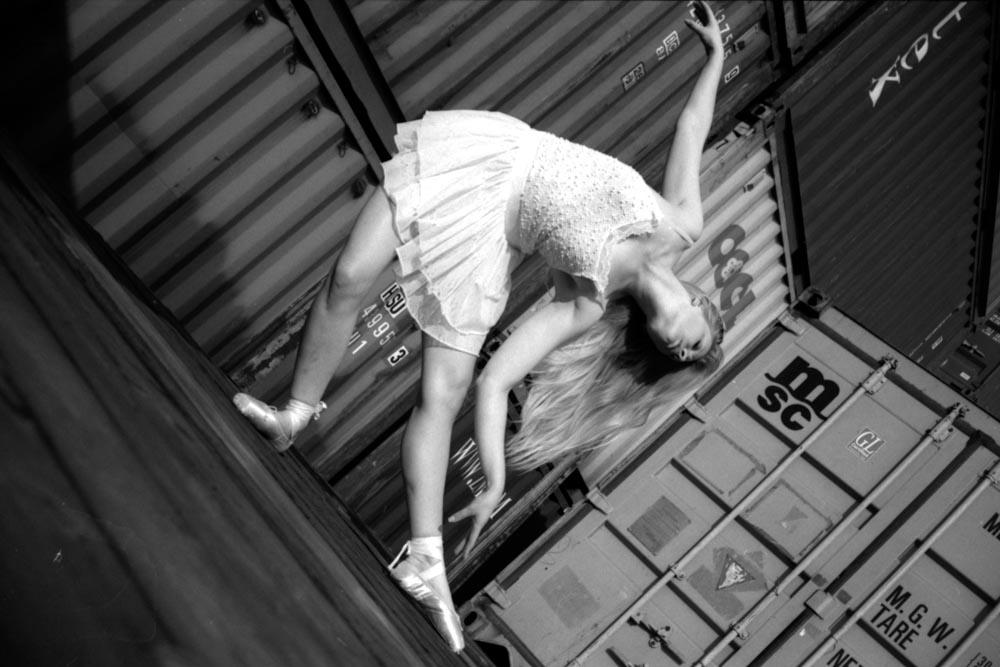 Acurol-N, Ballerina, Ballet, Basler Rheinhafen, black and White, dancer, dancing, Hafen, Ilford Delta Professional 3200 @ 400, Schwarz Weissm, Spur Acurol-N, Tänzerin, Yashica MAT 124